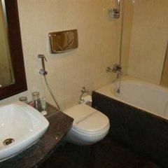 Отель Parkland Prashant Vihar Индия, Нью-Дели - отзывы, цены и фото номеров - забронировать отель Parkland Prashant Vihar онлайн ванная