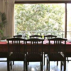 Отель OYO Premium Saket Индия, Нью-Дели - отзывы, цены и фото номеров - забронировать отель OYO Premium Saket онлайн питание фото 2