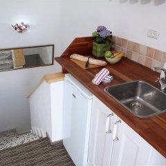 Arbel Suites Hotel мини-кухня в номере