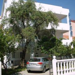 Отель Lyon Apartments Черногория, Будва - отзывы, цены и фото номеров - забронировать отель Lyon Apartments онлайн парковка