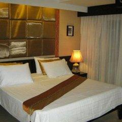 Отель Room Club The Bed Suite сейф в номере