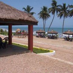 Отель Moree Beach Resort Гана, Мори - отзывы, цены и фото номеров - забронировать отель Moree Beach Resort онлайн пляж