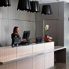 Отель NH Barcelona Diagonal Center ресепшен