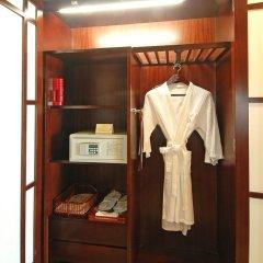 Chinflux Mandarin Hotel сейф в номере