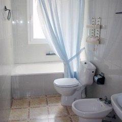 Отель Apartamentos Las Americas Испания, Бланес - отзывы, цены и фото номеров - забронировать отель Apartamentos Las Americas онлайн ванная