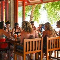 Отель Nomads Coral Grand, Koh Tao Таиланд, Остров Тау - отзывы, цены и фото номеров - забронировать отель Nomads Coral Grand, Koh Tao онлайн гостиничный бар