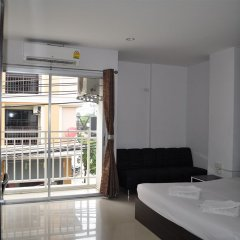 Отель Holiday Home Patong балкон