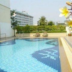 Отель Lumpini Residence Sathorn Таиланд, Бангкок - отзывы, цены и фото номеров - забронировать отель Lumpini Residence Sathorn онлайн бассейн фото 2