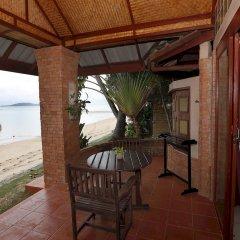 Отель Friendship Beach Resort & Atmanjai Wellness Centre терраса/патио
