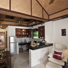 Отель Friendship Beach Resort & Atmanjai Wellness Centre кухня в номере
