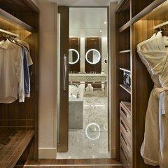 Отель Waldorf Astoria Dubai Palm Jumeirah сейф в номере