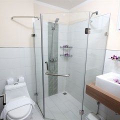 Апартаменты Karon Serviced Apartment ванная фото 3