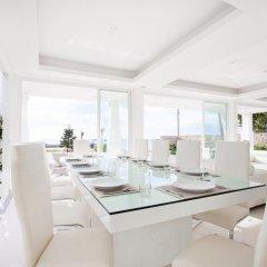 Отель Luxury 5 star beach villa 8 beds питание
