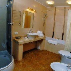 Гостиница Royal Medical Cezar Украина, Трускавец - отзывы, цены и фото номеров - забронировать гостиницу Royal Medical Cezar онлайн ванная