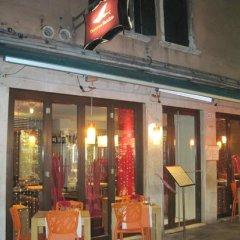 Отель Taverna San Lio Италия, Венеция - отзывы, цены и фото номеров - забронировать отель Taverna San Lio онлайн вид на фасад фото 2
