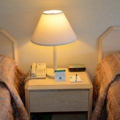 Отель Cypress Cove Nudist Resort & Spa Уэйверли сейф в номере