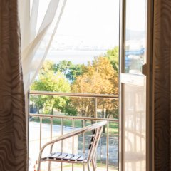 Гостиница Русь (Геленджик) в Большом Геленджике отзывы, цены и фото номеров - забронировать гостиницу Русь (Геленджик) онлайн Большой Геленджик балкон