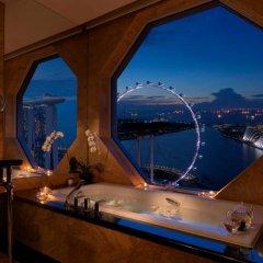 Отель The Ritz-Carlton, Millenia Singapore 5* Люкс Premier с различными типами кроватей фото 2