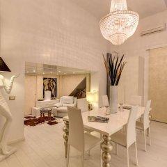 C. Luxury Palace & Hostel в номере фото 2