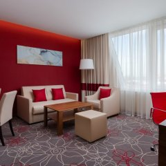 Гостиница Фор Поинтс бай Шератон Краснодар комната для гостей фото 9