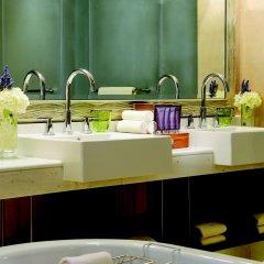 Отель The Ritz-Carlton Abu Dhabi, Grand Canal ванная фото 2
