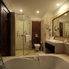 Отель Country Inn & Suites By Carlson, Satbari, New Delhi Индия, Нью-Дели - отзывы, цены и фото номеров - забронировать отель Country Inn & Suites By Carlson, Satbari, New Delhi онлайн ванная