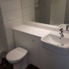 Отель Premier Inn Glasgow Braehead Великобритания, Глазго - отзывы, цены и фото номеров - забронировать отель Premier Inn Glasgow Braehead онлайн ванная фото 2