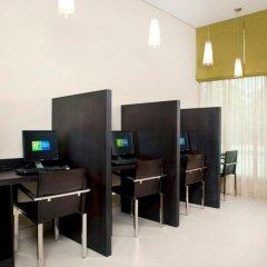 Отель Holiday Inn Express Dubai Safa Park интерьер отеля фото 2