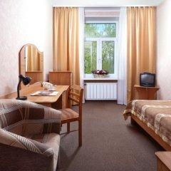 Гостиница Ярославская 3* Стандартный семейный номер с двуспальной кроватью (общая ванная комната)
