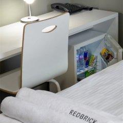 Гостиница Red Brick Семейный номер Connection с двуспальной кроватью фото 4