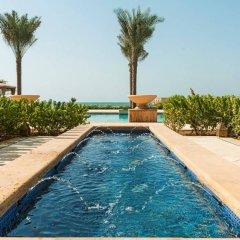 Отель Ajman Saray, A Luxury Collection Resort Аджман бассейн фото 3