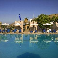 Ilyssion Hotel бассейн