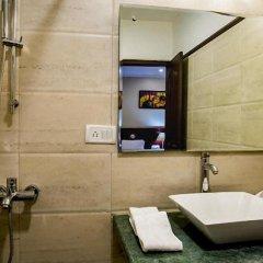 Отель Clarks Inn Nehru Place Индия, Нью-Дели - отзывы, цены и фото номеров - забронировать отель Clarks Inn Nehru Place онлайн ванная