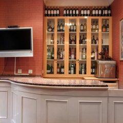 Отель LANGORF Лондон гостиничный бар