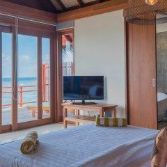 Отель Furaveri Island Resort & Spa 5* Вилла Water с различными типами кроватей