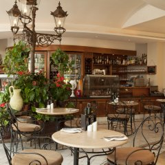 Marina Hotel Corinthia Beach Resort гостиничный бар