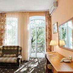 Гостиница Бристоль 3* Улучшенный номер разные типы кроватей фото 3