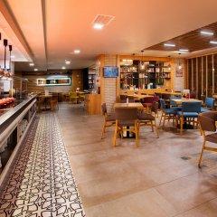 Holiday Inn Istanbul - Kadikoy Турция, Стамбул - 1 отзыв об отеле, цены и фото номеров - забронировать отель Holiday Inn Istanbul - Kadikoy онлайн гостиничный бар