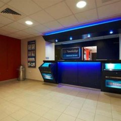 Отель Travelodge London Bethnel Green банкомат