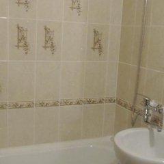 Гостиница on Irtyshskaya Naberezhnaya в Омске отзывы, цены и фото номеров - забронировать гостиницу on Irtyshskaya Naberezhnaya онлайн Омск ванная фото 2