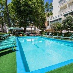 Hotel Aiglon бассейн