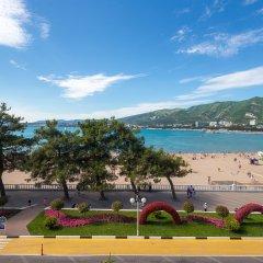 Гостиница Компас Отель Геленджик в Геленджике 4 отзыва об отеле, цены и фото номеров - забронировать гостиницу Компас Отель Геленджик онлайн пляж