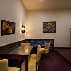 Отель Bambur Residence Чехия, Прага - отзывы, цены и фото номеров - забронировать отель Bambur Residence онлайн гостиничный бар