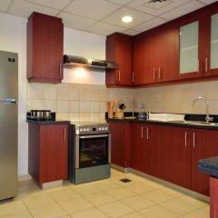 Отель Vacation Holiday Homes - Jumeirah Beach Residences в номере