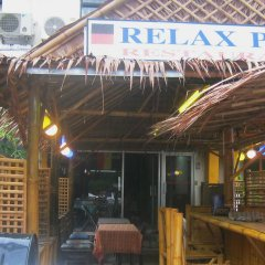 Отель Relax Pub & Guesthouse Пхукет вид на фасад фото 2