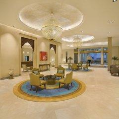 Отель DoubleTree by Hilton Resort & Spa Marjan Island интерьер отеля