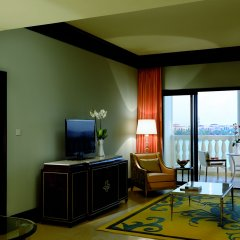 Отель The Ritz-Carlton Abu Dhabi, Grand Canal в номере