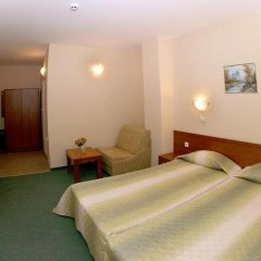 Отель L&B Солнечный берег комната для гостей