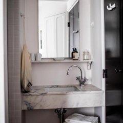 Отель Le Pigalle 4* Номер Pigalle 17 с различными типами кроватей фото 5