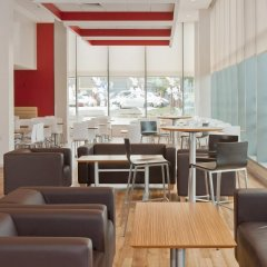 Отель Travelodge Manchester Central Arena гостиничный бар